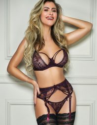 Elite escort Rozanna in stockings and suspenders - Brazilian escort in Knightsbridge, Belgravia